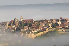 Comment appelle-t-on les habitants de Domme, village de Dordogne bâti sur une falaise ?