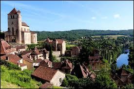 Quelle rivière la ville de Saint-Cirq-Lapopie, dans le Lot, domine-t-il ?