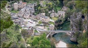 Village au cœur des gorges du Tarn, Sainte-Énimie se situe dans le département ...
