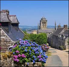 Quelle activité à participé à l'enrichissement de Locronan, dans le Finistère ?