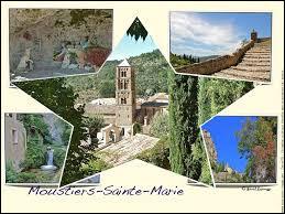 Moustiers-Sainte-Marie, dans les Alpes-de-Haute-Provence, a été réputée pour ...
