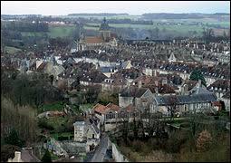 Quel est le nom de cette ville normande qui a vue naître Guillaume le Conquérant et dans laquelle est érigée l'église Notre-Dame de Guibray ?