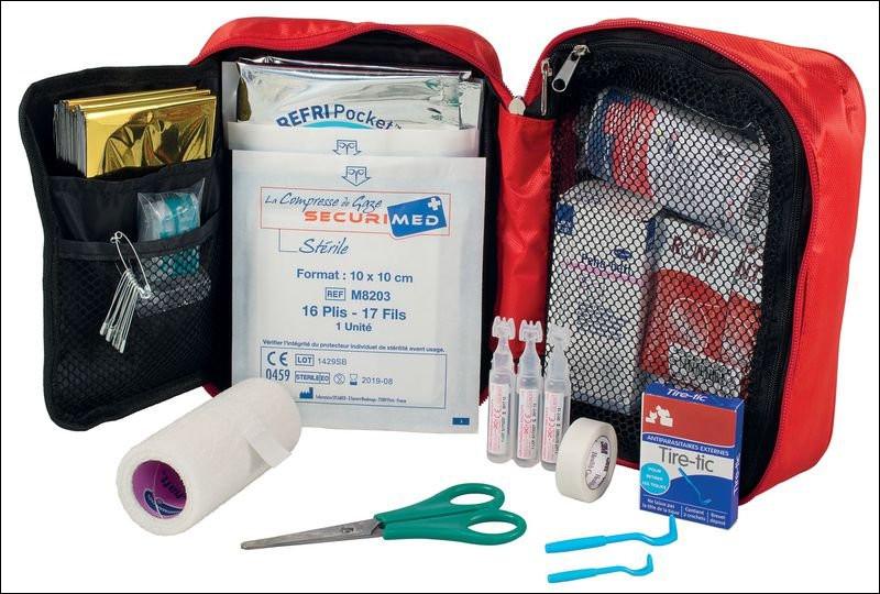 En cas de blessure ou de maux divers, pas de panique ! Ce petit sac contient les produits nécessaires en cas d'urgence. Ceci est une trousse de...
