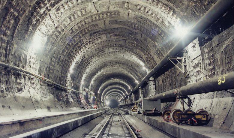 Dans quelle ville française faut-il se rendre pour entrer dans le tunnel reliant la France à l'Angleterre ?
