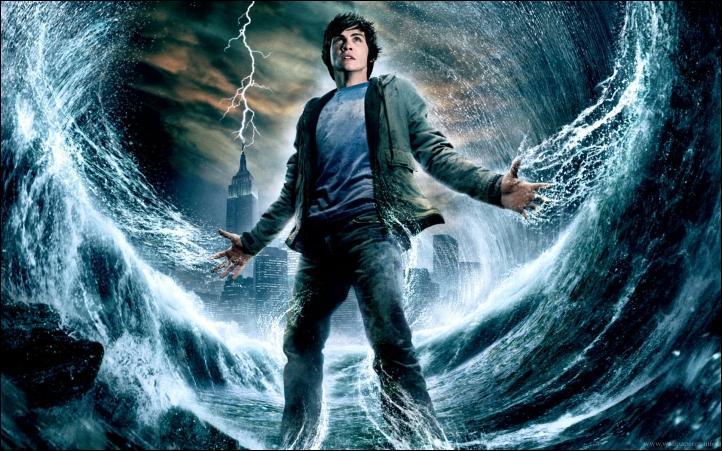 Pourquoi cette image du film Percy Jackson est-elle représentée avec une vague derrière lui ?