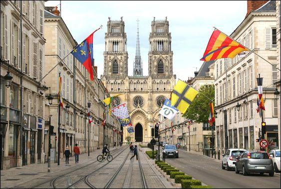 Pouvez-vous me donner le nom de la préfecture du Loiret ?