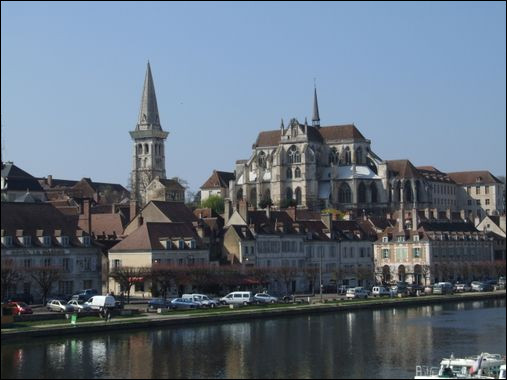 La préfecture de l'Yonne est bien évidemment...
