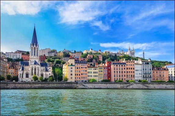 La Saône est un affluant du Rhône. Savez-vous dans quelle ville ce fleuve se jette-t-il ?