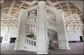 Dans quel château trouve-t-on cet escalier à double révolution ?