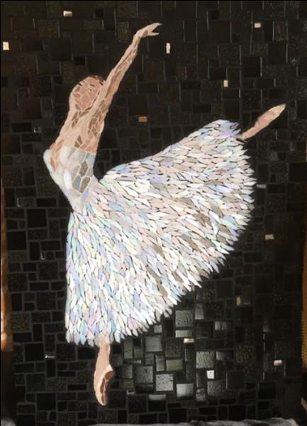 Quel peintre impressionniste est connu pour avoir représenté de nombreuses danseuses ?