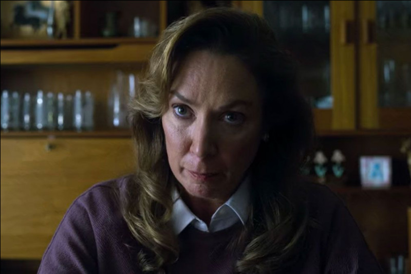 Quel est le personnage joué par Elizabeth Marvel ?