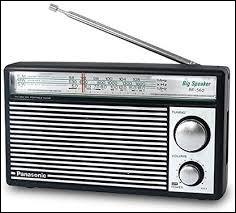 """Que faut-il ajouter au mot """"trans"""" pour trouver le nom d'une radio portative alimenté par des piles ?"""