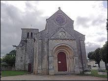 Nous terminons notre balade devant l'église Saint-Laurent de Villeneuve. Village du vignoble des des Côtes-de-Bourg, dans l'aire urbaine Bordelaise, il se situe dans le département ...