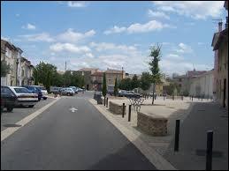 Notre balade dominicale commence en Auvergne-Rhône-Alpes, à Bourg-lès-Valence. Ville de l'agglomération Valentinoise, elle se situe dans le département ...