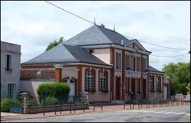 Village du Centre-Val-de-Loire, dans la région agricole du Gâtinais pauvre, Girolles se situe dans le département ...