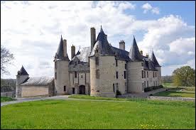 Nous sommes en Nouvelle-Aquitaine au château de la Roche Faton, à Lhoumois. Commune de l'arrondissement de Parthenay, elle se situe dans le département ...