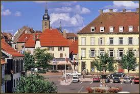 Je vous propose de partir dans le Grand-Est à la découverte de Sarre-Union. Ville d'Alsace bossue, dans l'arrondissement de Saverne, elle se situe dans le département ...