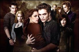 Combien d'acteurs jouent les rôles principaux dans Twilight ?