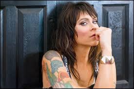 Beth Hart : simplement, écoutez-là ! Ne dirait-on pas la réincarnation de cette fabuleuse chanteuse à double initiale ?