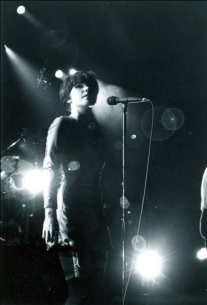 """On ne présente plus Björk Guðmundsdóttir ! Son 1er album incluait une reprise des Beatles """"Alfur Út Úr Hól"""" [en anglais ?] : à ... ans, elle faisait déjà honneur à son prénom [qui signifie ?] !"""
