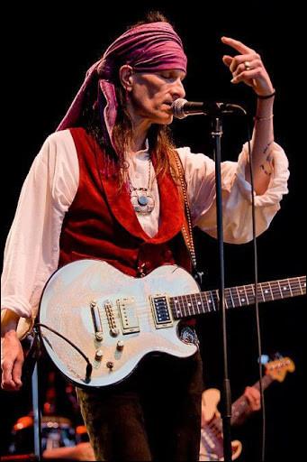 """Une version de """"Hey Joe"""" - ni celle de Hendrix, de Johnny ou de Bashung - avec l'accent """"marriachi"""" ? Eh bien ! C'est sûrement celle de ce grand monsieur au nom de Cadillac, prénommé Willy ..."""