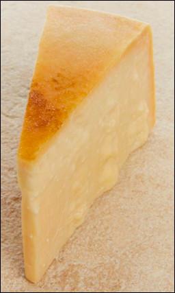 Quel est ce fromage ? Indice : il est italien et on en met dans les pâtes en forme de poudre.