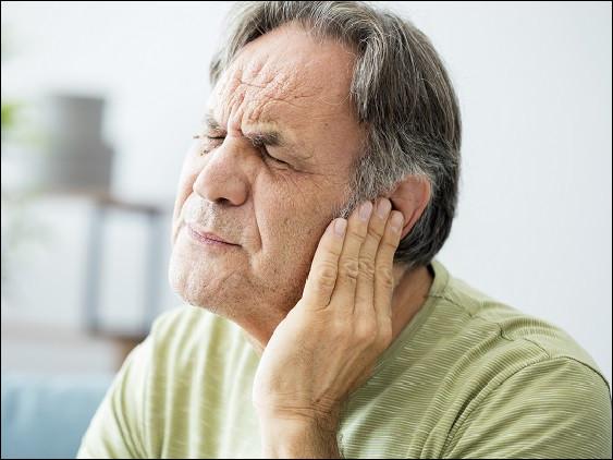 Comment d'une manière générale les personnes âgées entendent-elles les sons forts ?