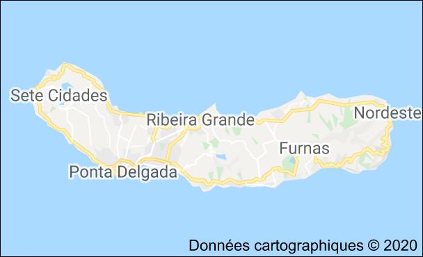 L'île la plus peuplée des Açores est São Miguel. Combien y a-t-il d'habitants environ ?