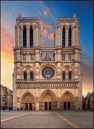 Chant comme chantier : c'est à l'initiative de Sully, que le chantier destiné à la construction de Notre-Dame-de-Paris débuta en 1163. Sur combien de temps la construction de ce monument s'est-il étalé, jusqu'à sa restauration par Viollet-le-Duc ?