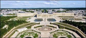 De quels rois le château de Versailles fut-il la résidence ?