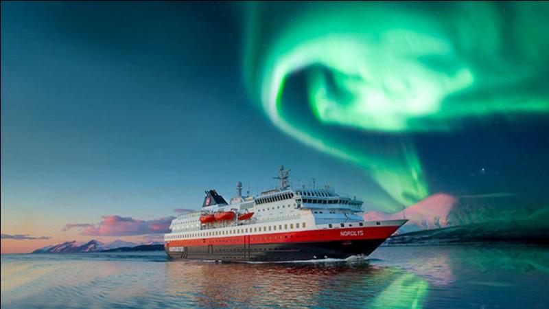 """Quel est le nom norvégien de l'Express Côtier et également celui de son unique armateur actuel, nom signifiant littéralement """"route rapide"""" ?"""
