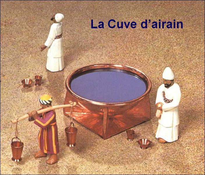 A quel moment les prêtres se lavaient dans la cuve d'airain ?