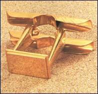 Le propitatoire, couvercle de l'arche, était surmonté de deux chérubins. D'où se manifestait Dieu quand il voulait parler au souverain sacrificateur ?