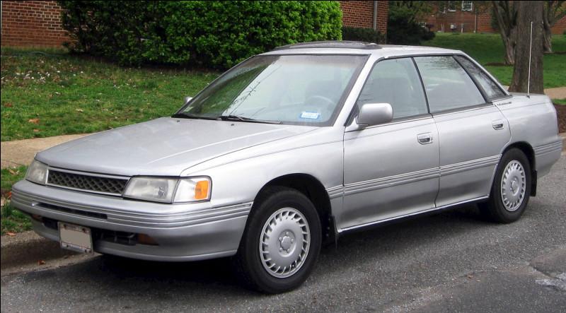 J'ai oublié le nom du constructeur automobile qui a produit la Legacy. J'hésite entre ces trois propositions, laquelle est juste ?