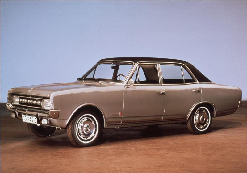 Commençons avec le premier modèle de ce quiz, j'appelle la Commodore ! Parmi ces trois constructeurs automobiles, lequel a produit ce modèle ?