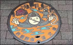 Au Japon, les plaques _________ sont souvent décorées.