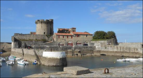 "Fort comme ""forteresse"" : Où se trouve la forteresse de Socoa ?"