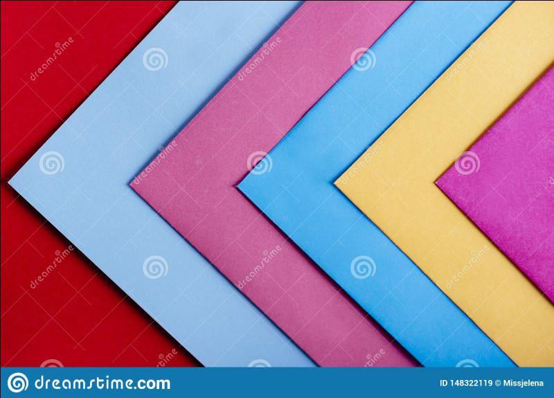 Un triangle isocèle possède un angle au sommet égal à 100 degrés. Quelle est la valeur de chacun des deux autres angles ?