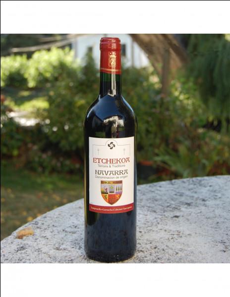 Une personne achète une bouteille de vin valant 20 euros. Le vin coûte 19 euros de plus que la bouteille. Combien vaut la bouteille ?