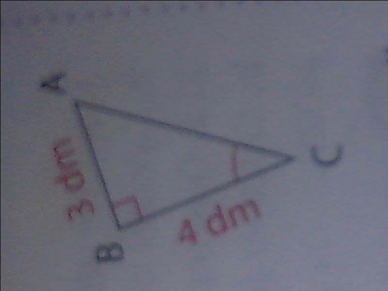Dans un triangle rectangle, sachant que les deux plus petits côtés ont respectivement une longueur de 3 dm et 4 dm, quelle est la longueur de l'hypothénuse ?