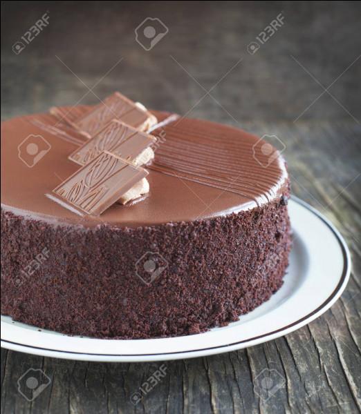 Si les 2/5 d'un gâteau valent 12 euros, quel est le prix du gâteau entier ?