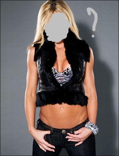 La toute première championne des Divas, première à avoir cumulé ce titre et le Women's Championship...
