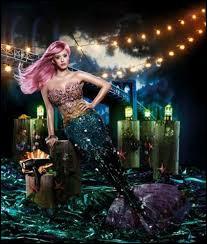 Quelle chanteuse s'est muée en sirène pour les besoins d'une publicité pour un sèche-cheveux ?