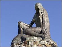 Quelle nymphe de la mythologie germanique symbolise l'être humain attiré par le chant des sirènes qui le conduisent à sa perte ?