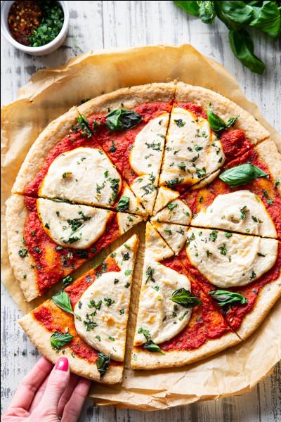 Jean a mangé un quart de pizza, et Pierre a englouti une demi-pizza. Au total, quelle fraction de pizza ont-ils avalé tous les deux ?