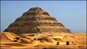 Quelle pyramide est la plus ancienne encore visible ?