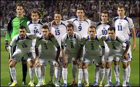 Quelle ex république yougoslave, jouant sa première Coupe du monde, s'inclina 2-1 lors du premier match ?