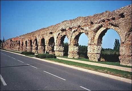 L'aqueduc du Gier est l'un des aqueducs romains les plus longs connus avec ses 85 km. Quelle ville approvisionnait il en eau ?