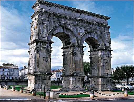 Dans quelle ville peut on voir cet arc de Germanicus dédié à l'empereur Tibère, son fils Drusus, son neveu et fils adoptif Germanicus ?
