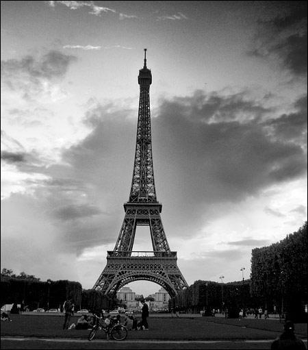 Combien y a-t-il d'étages à la Tour Eiffel ?
